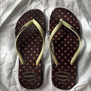 Havaianas Thin Strap Flip Flops Size 7/8